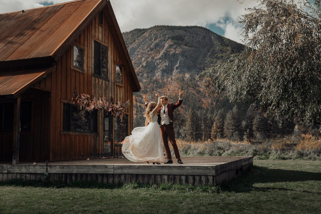 cabin-bohemian-wedding-north-cascades-washington-86